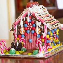 The Party Connection's How To Host A Gingerbread House Making Party